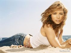 Jessica Beil beach shoot