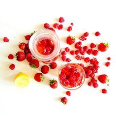 Mimo, że za oknem nie ma upałów ☀ to woda ze świeżymi owocami  zawsze jest dobra i zdrowa   U mnie dzisiaj  ❤ truskawkowo-malinowo-cytrynowa ❤