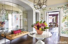 Mix and Chic: Inside a chic and sophisticated Manhattan apartment!