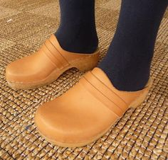 Wooden Sandals, Swedish Style, Clogs Shoes, Walk On, Latest Fashion Clothes, Joggers, Chic, How To Wear, Window Shopping