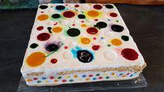 J'avais envie d'un gâteau pas super net, c'est celui qu'on a mangé lors de mon anniversaire. Il se compose d'un biscuit cuillère et d'une crème bavaroise! Délicieux et super frais en bouche! J'ai utilisé ici le moule carré et le tapis relief bulles, si... Biscuits, Relief, Claude, Desserts, Blog, Bavarian Cream, Stork, Confetti, Bubbles