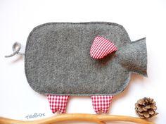 zu den anderen Schweinchen in meinem shop gesellt sich nun auch die gutmütige Schmuberta..    ...sie ist ganz und gar aus weichem Wollfilz, die Ohren