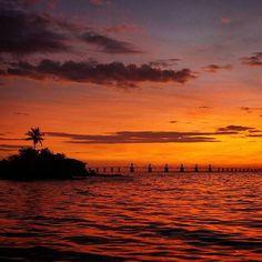 Buenos días Venezuela, así son los colores del amanecer Marabino☀😍 Fotografía: @andryjons  Hay una Venezuela deslumbrante que vale la pena conocer. Siguenos y usa el hashtag: #ConoceVenezuela ✌  #Maracaibo #LagoDeMaracaibo #Venezuela #Zulia #Paradise #Nature #Beautiful #Beach #AmanecerVenezolano #BuenosDiasVenezuela