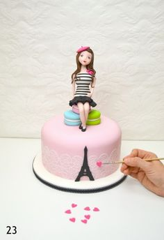Perfect for any French-themed party, this adorable Parisienne cake topper. Tutorial