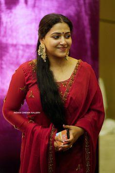 Bollywood Actress Hot Photos, Indian Actress Hot Pics, Actress Photos, Indian Actresses, Beauty Full Girl, Beauty Women, Rekha Actress, Beautiful Arab Women, Desi Girl Image