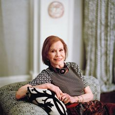 Mary Tyler Moore's performances on two top-rated television shows helped define a new vision of American womanhood. Laura Petrie, Mary Tyler Moore Show, New Movies, Ny Times, Shabby Chic, American, Tv, Lady, Celebrities