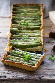tart with green asparagus and cream-cheese filling