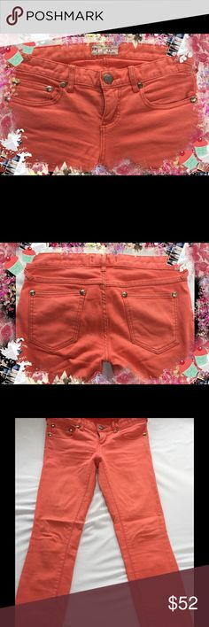 """☮️ FREE PEOPLE Pants 26 x 27 ☮️ These Coral color jeans are in EUC and are a beautiful color. The waist/hip while laying flat measures 15"""" with a 7"""" rise. They are 91% cotton, 7% polyester and 2% spandex. Free People Jeans Skinny"""