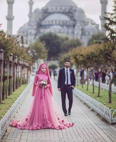 Can I get a PINK wedding dress, plz!!! <3