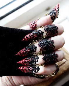 Ebony Armour Full hand set Midi Claw Rings Red and Black Halloween Costume Nail Rings Goth Jewellery Cosplay Armour BDSM Claws Ebenholz Rüstung set volle Hand Midi Claw Ringe rot und Goth Jewelry, Hand Jewelry, Black Jewelry, Fantasy Jewelry, Jewelery, Bullet Jewelry, Jewelry Rings, Diy Jewelry, Gemstone Jewelry
