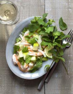 Frais, léger et délicieux sont les maitres mots de la salade aux crevettes, pommes et menthe !
