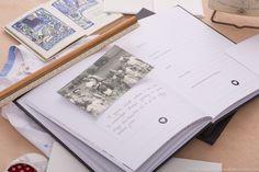 AŻ book Babcia  to książka do zapisywania wspomnień Waszych Babć, od ich dzieciństwa do chwili obecnej. Ocalenie wspomnień naszych dziadków, historii ich życia, a nawet charakteru ich pisma będzie nie tylko przyjemnością dla obu stron, ale także spełnieniem pewnej ludzkiej powinności: pamięci o swoich najbliższych. Pomogą w tym szereg starannie dobranych pytań oraz miejsca na zdjęcia. System oprawy skręcanej w AŻ book'ach jest tak zaprojektowany, żeby z łatwością można było