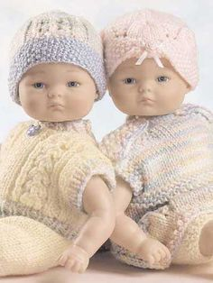 Boy Girls Play Set - Clothes for your dolls - free pattern Barbie Knitting Patterns, Knitting Dolls Clothes, Crochet Doll Clothes, Knitted Dolls, Doll Clothes Patterns, Doll Patterns, Baby Born Clothes, Bitty Baby Clothes, Knitting For Kids