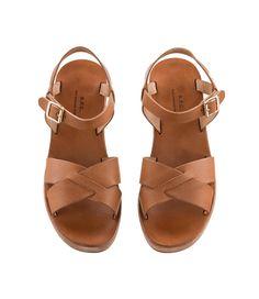 http://www.apc.fr/frfr/femme/chaussures/sandales-classiques-compensees_pFVAAATSR/couleur-marron_dBA00003082-BV00305129.html