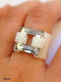 Weltweit versandkostenfrei!!! Swarovski Crystal Square 14 MM weiß erstaunlich Ring Perlen Ring mit 11 japanische Zylinder Perlen und Feuer-Linie. ideal für den Alltag oder, Punsch, Ihre eleganten Outfits. Für den Fall, dass Sie eine andere Größe haben möchten, kontaktieren Sie bitte den Shopbetreiber. Ihre Bestellung wird in einer hübschen Geschenkbox verpackt werden, wie im letzten Bild zu sehen. möchten Sie mehr Perlen Ringe sehen? https://www.etsy.com/shop/Rani...