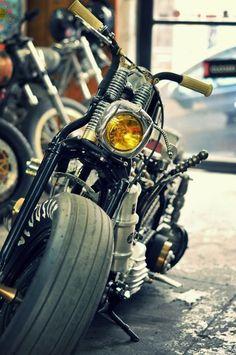 Harley Bobber Chopper #harleydavidsoncustomchopper #harleydavidsonbobbersratbikes #motosharleydavidsonchoppers