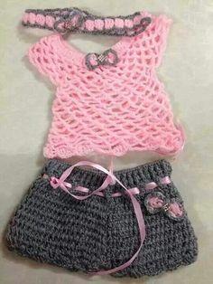 ;-)Pink top Grey shorts baby