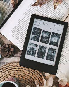 Olá Leitores! Tenho o Kindleunlimited há mais de um ano e sempre que fico sem ideias do que ler, gosto de navegar nele e escolher a próxima leitura. Como gosto de fantasia, as indicações que separei são do gênero em questão. #livro #literatura #leitura #kindle #Kindleunlimited #indicacaodelivros #batepapoliterario #aspeçasinfernais #livrosdefantasia #fantasia #indicacao #imperatriz #imperatrizma #imperatrizmaranhão #bookstagram #bookworm #bookshelf Kindle, Bullet Journal Writing, Book Journal, Book Aesthetic, Aesthetic Images, Book Club Books, Books To Read, Kobayashi San Chi No Maid Dragon, Book Instagram