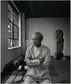 Renowned sculptor, Isamu Noguchi by Yousuf Karsh, Gelatin Silver Print. Isamu Noguchi, Museum Of Fine Arts, Art Museum, Yousuf Karsh, Fotografie Portraits, Gelatin Silver Print, National Portrait Gallery, Sculpture, American Artists