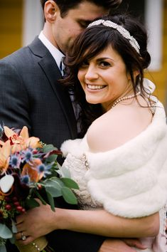 fall wedding - photo by Jessica Hendrix Photography http://ruffledblog.com/willow-creek-winery-wedding