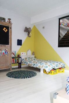 chez camille ameline, nanelle, chambre d'enfant, kid room, yellow, peinture murale, jaune, triangle Baby Room Design, Baby Room Decor, Boy Decor, Bedroom Wall, Bedroom Decor, Kids Bedroom Paint, Bedroom Ideas, Bedroom Corner, Bedroom Girls