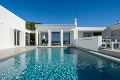 Villa Laranga is een geweldige vakantievilla met privé zwembad te Silves, Algarve, ideaal voor de zomervakantie of om te overwinteren. Algarve, Portugal, Port Wine, Lisbon, Villa, Mansions, House Styles, Outdoor Decor, Beautiful