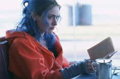 Kate Winslet reads.   in Eternal Sunshine of the spotless mind, Michel Gondry