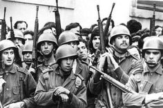 25 de abril - Pesquisa Google History Of Portugal, World Conflicts, Carnations, Wwii, Revolution, Che Guevara, Nostalgia, Portuguese, Soldiers