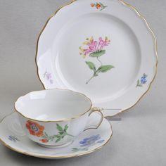 Dekor: Blume 1 - Akelei, rote und blaue Anemone, Goldrand. Zustand: guter, unbeschädigter Zustand mit leichten Gebrauchsspuren (siehe Detailbilder). | eBay!