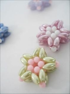 Glass beads have long history, significant in archaeology and jewelry making. Our cheap glass beads are rich in colors, shapes, categories and sizes. You will find unique beauty, charm and value in all these glass beads. Beading Projects, Beading Tutorials, Beaded Crafts, Jewelry Crafts, Jewelry Patterns, Beading Patterns, Seed Bead Jewelry, Beaded Jewelry, Jewellery