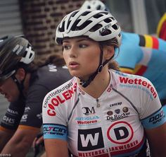Happy to finish in the bunch after a very fast 131 km in uci 1.1 Flanders Diamond Tour. No more motorpacing needed now