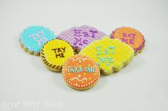 You will receive one half dozen Assorted Alice In wonderland 'Eat Me' cookies of Approximately 2 X 2 to 3 by 3 in each. The cookies will have different designs (shown in the pictures) These made from