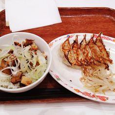 食ログ: 浜松餃子とチャーシュー丼。最近ギョウザがうまい - @mattyinstagram- #webstagram