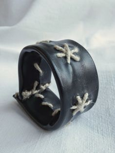 Armband aus Fahrradschlauch / Wristband made of inner bicycle tube / Upcycling
