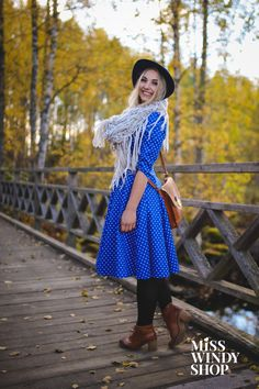 Let's go for an adventure! (c) misswindyshop.com #dress #blue #polkadot #vintage #fifties #retro #boho #scarf #felthat #autumn #style #everydayisadressday #dressrevolution #mekkovallankumous