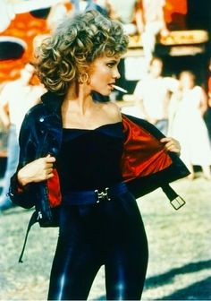 Sandy Grease Outfit Idea olivia newton john in grease my best friend liked good Sandy Grease Outfit. Here is Sandy Grease Outfit Idea for you. Sandy Grease Outfit olivia newton john in grease my best friend liked good. Last Minute Halloween Costumes, Costume Halloween, Diy Halloween, Halloween College, Halloween Film, 50s Costume, Wolf Costume, Halloween Couples, Halloween Carnival