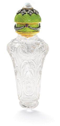 Frasco de esencias. Colección del rey Jorge I de grecia.    Cristal de roca tallado, esmaltes y diamantes.
