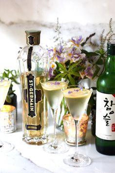Sublime Franco-Korean Elderflower Soju Martini - Taste With The Eyes St Germain Recipes, St Germain Liqueur, Elderflower Martini, Cocktail Recipes, Cocktails, Alcoholic Drinks, Beverages, Fruit Water, Frozen Drinks