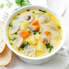 Zupa pieczarkowa. Prosta i pyszna zupa z pieczarkami z dodatkiem ziemniaków i marchewki, zabielana śmietanką. Dobra dla dorosłych i dzieci.
