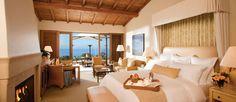 Dormitorio amplio con vistas maravillosas diseñado con elegancia