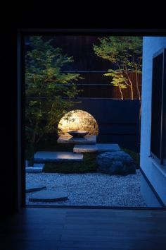 Perfect serene garden! Black and green with a round moon spotlight! Gorgeous Zen landscape!