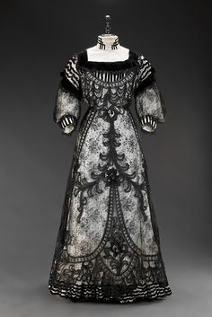 STUNNING! LOVE THIS!!  Dress ca. 1905 From the Museum of Decorative Arts in Prague - Fripperies and Fobs