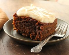 Guinness and Molasses Cake with Cream Cheese Frosting. I love baking with Guinness. Irish Recipes, Sweet Recipes, Cake Recipes, Dessert Recipes, Desserts, Vanilla Cream Cheese Frosting, Cake With Cream Cheese, Molasses Cake, Gourmet