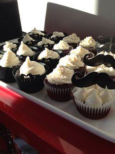 The Great Gatsby themed party cupcakes.