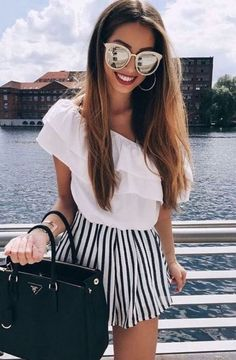 Awesome 40 Fashion Summer Outfits To Stand Out From The Crowd. More at https://outfitsbuzz.com/2018/06/10/40-fashion-summer-outfits-to-stand-out-from-the-crowd/
