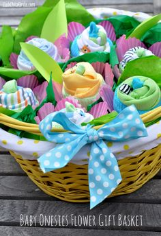 Baby Onesies Flower Gift Basket perfect for baby shower Canasta Para Baby Shower, Homemade Gifts, Diy Gifts, Homemade Baby, Shower Bebe, Girl Shower, Diy Gift Baskets, Baby Socks, Baby Crafts