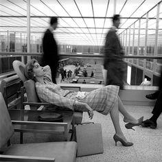 Mary McLaughlin, Idlewild Airport, New York, 1957, photo by Jerry Schatzberg