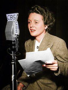 Mary Astor (1906-1987), frente a los micrófonos de CBS RADIO, década del 40.