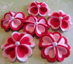 Felt Valentine Heart Blooms (The Original)/из фетра / diy layered heart shaped felt flowers with jewelry - 2016 Valentines bows, gift decoration - ha ha! diy felt hair flowers that you should check out by xuxuxuxu 7 Felt Valentine's Crafts Felt E Felt Flower Wreaths, Felt Flowers, Diy Flowers, Fabric Flowers, Sugar Flowers, Felt Flower Template, Felt Flower Tutorial, Valentines Bricolage, Valentine Crafts