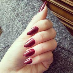 Burgund nails